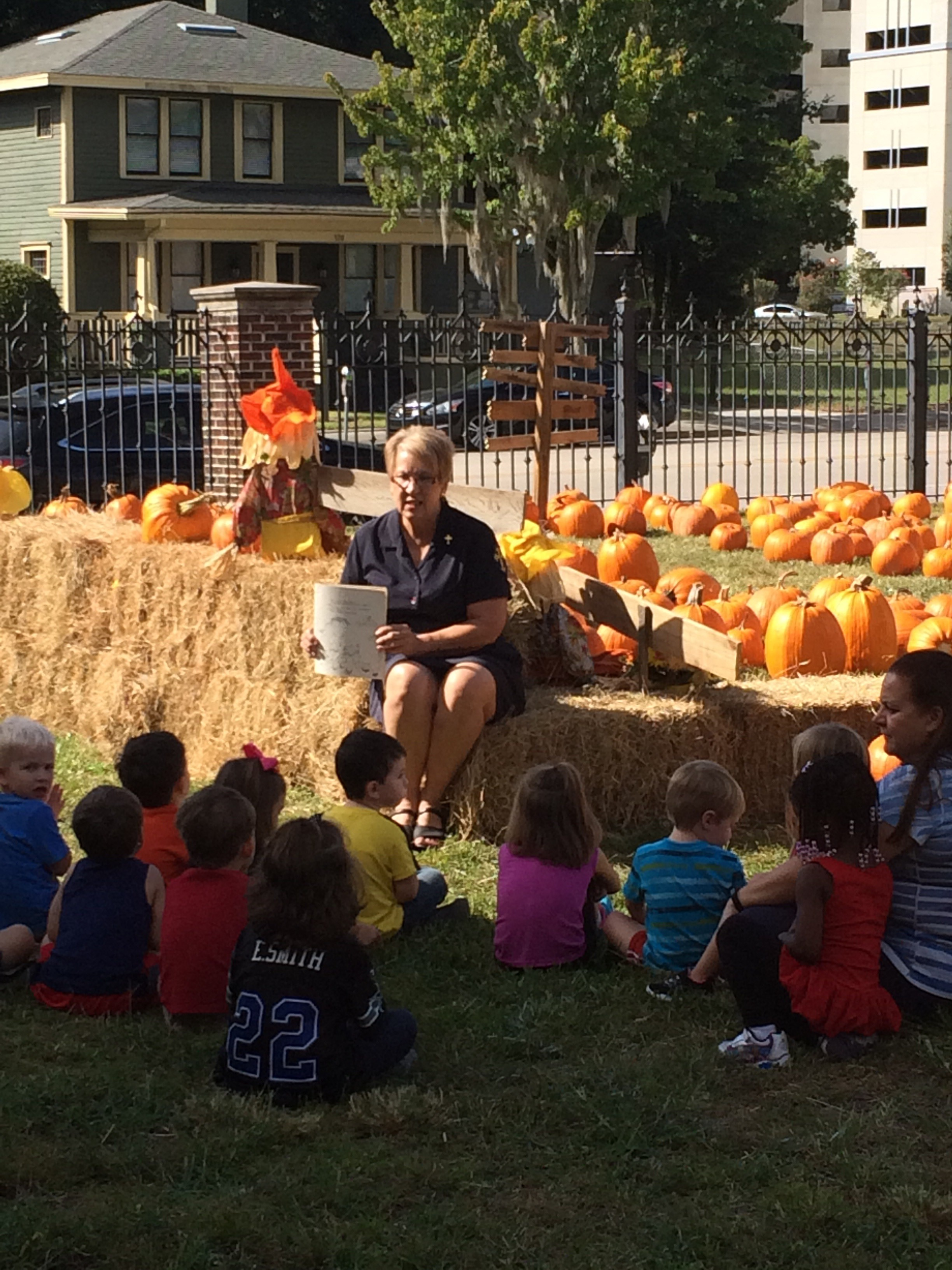 Deaconess reading to VPK in pumpkin patch